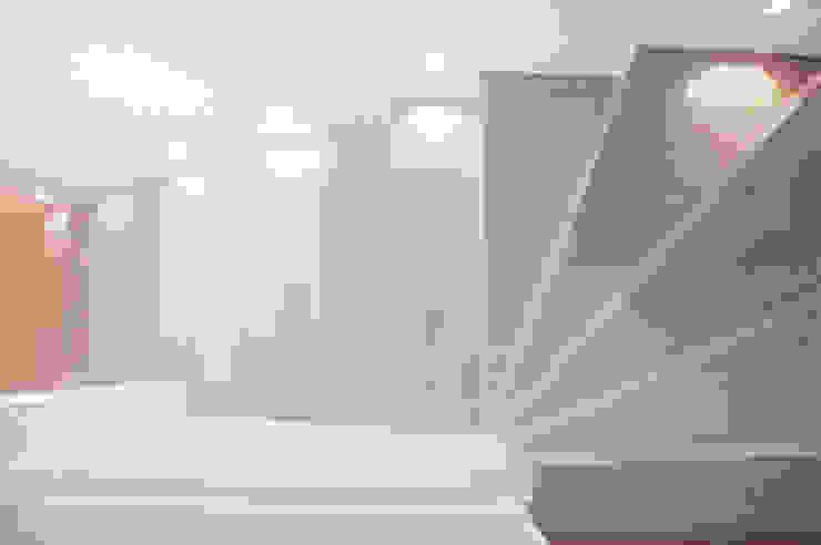Hành lang, sảnh & cầu thang phong cách Địa Trung Hải bởi Ossigeno Architettura Địa Trung Hải