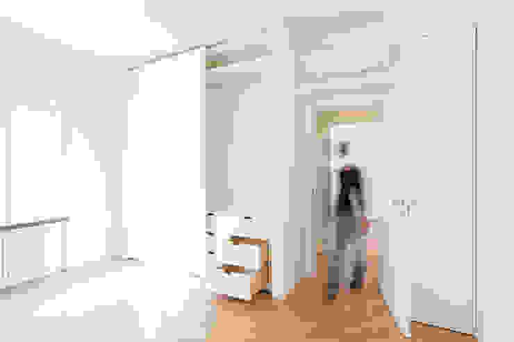 AM3 Pareti & Pavimenti in stile moderno di AM3 Architetti Associati Moderno Legno Effetto legno