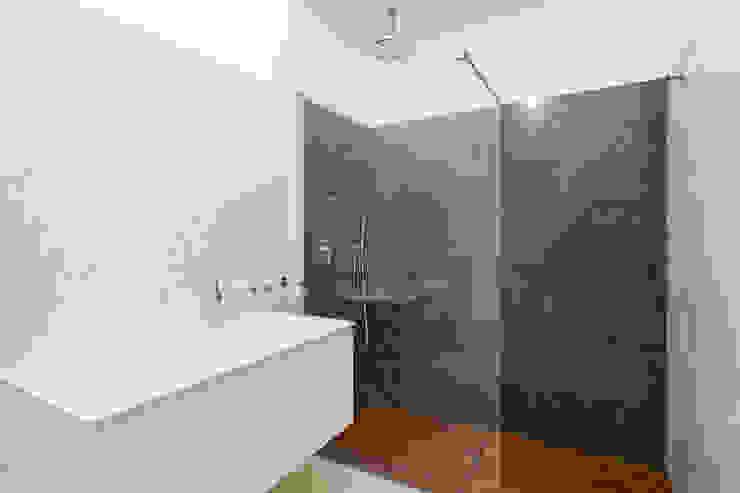AM3 Bagno moderno di AM3 Architetti Associati Moderno Marmo