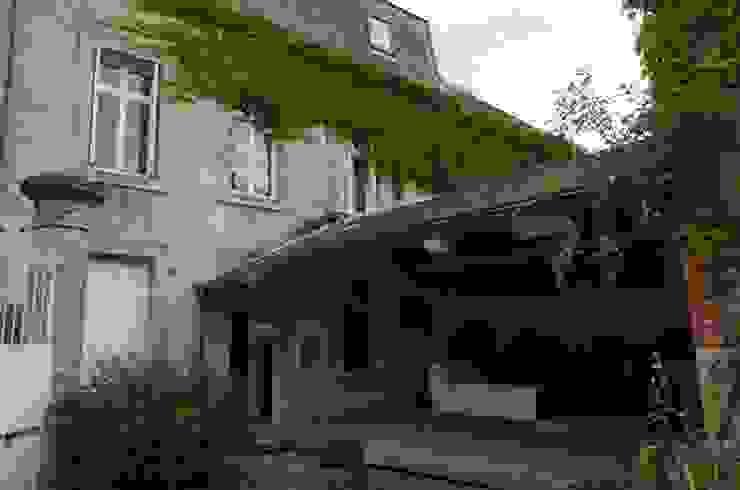 Des châssis de toit encastré type traditionnel à meneaux ont été installés au niveau du comble Jardin classique par Christèle BRIER Architechniques Classique