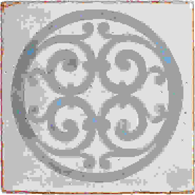 Medieval Pattern in Cornflower Blue Deiniol Williams Ceramics 牆壁與地板磁磚 陶器
