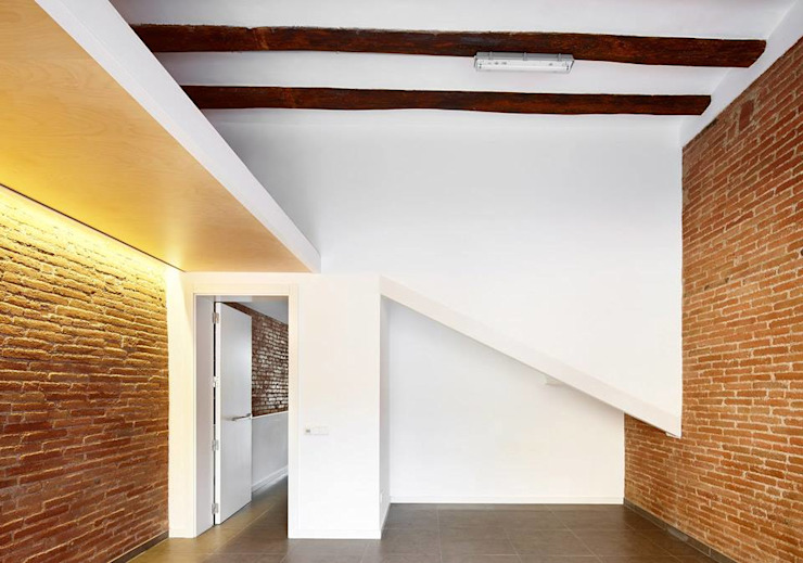 Minimalst style study/office by Vallribera Arquitectes Minimalist