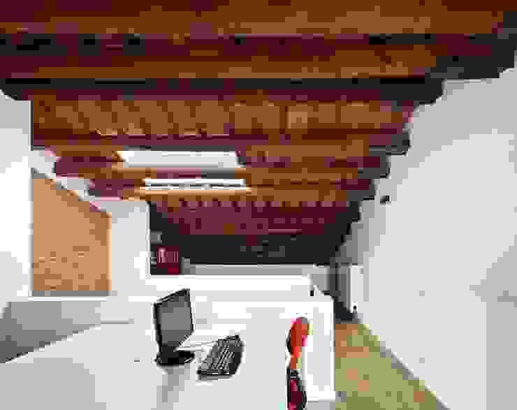 Bureau minimaliste par Vallribera Arquitectes Minimaliste