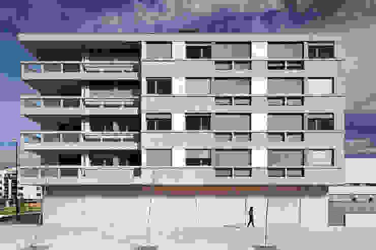 Guindalera Residential Building Ignacio Quemada Arquitectos モダンデザインの テラス