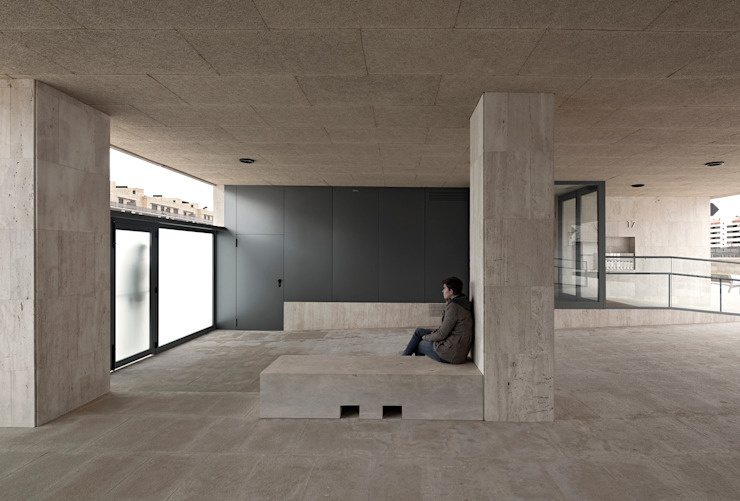 Guindalera Residential Building Ignacio Quemada Arquitectos Modern Corridor, Hallway and Staircase