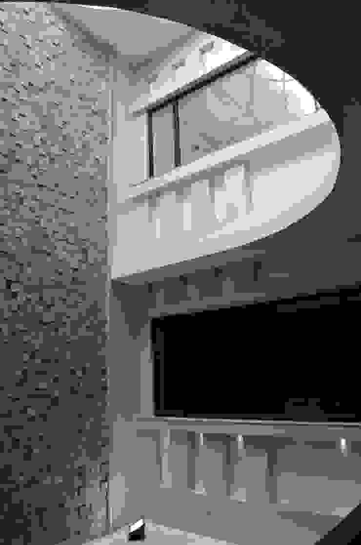 Atrium- Central Feature Minimalist office buildings by Chaukor Studio Minimalist