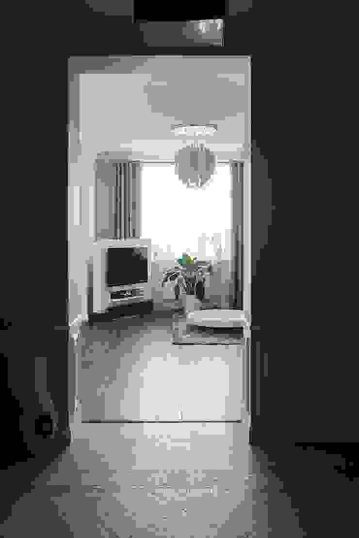Белая классика Коридор, прихожая и лестница в классическом стиле от Address Классический