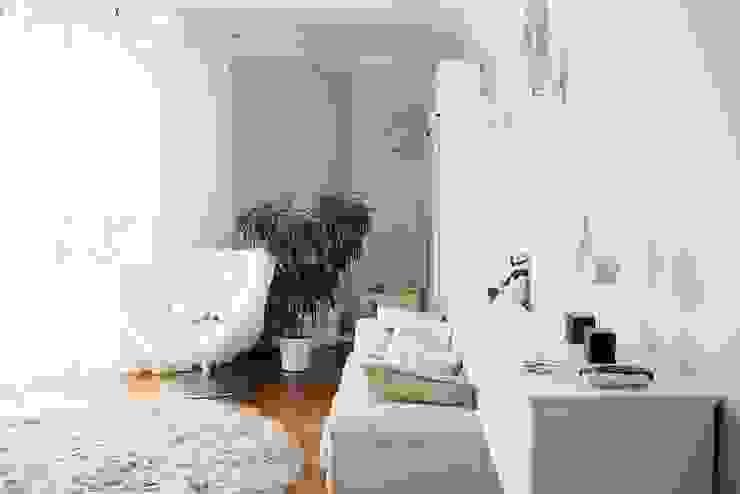 Белая классика Гостиная в классическом стиле от Address Классический