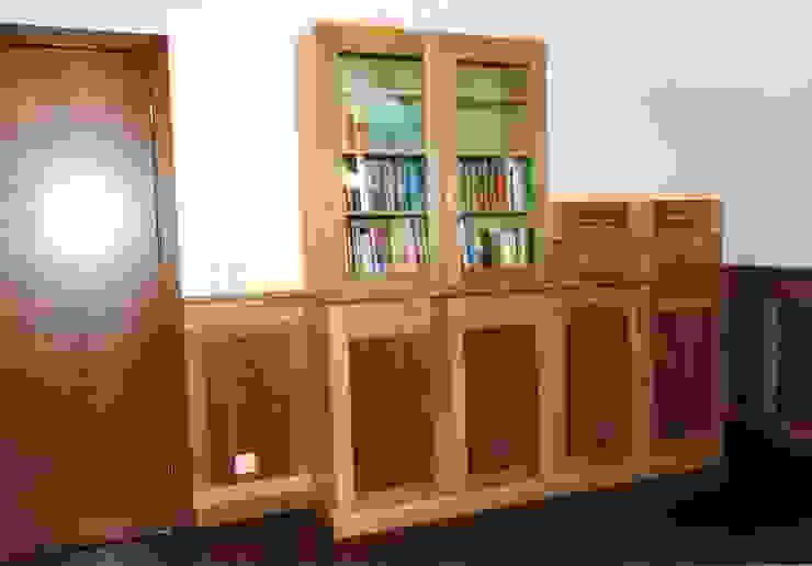 Мебельная мастерская Александра Воробьева ВітальняШафи і серванти Дерево