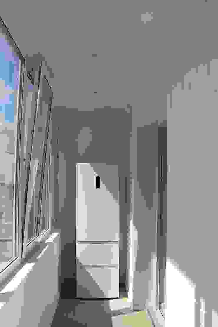 """Процесс ремонта 2-комнатной квартиры в ЖК """"Екатеринодар"""" Балкон и терраса в классическом стиле от Студия интерьерного дизайна happy.design Классический"""