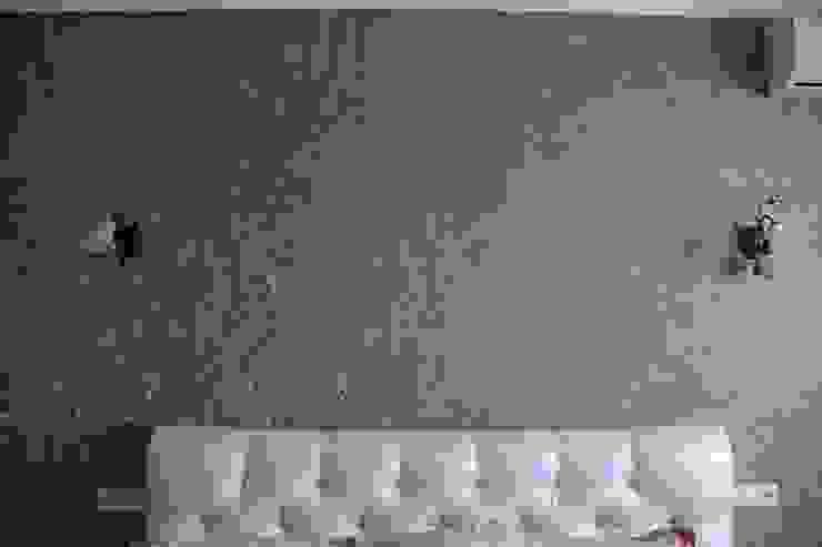 """Процесс ремонта 2-комнатной квартиры в ЖК """"Екатеринодар"""" Спальня в классическом стиле от Студия интерьерного дизайна happy.design Классический"""