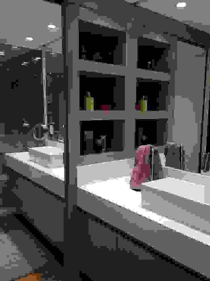 Modern bathroom by LMT Arquitetura Modern Marble