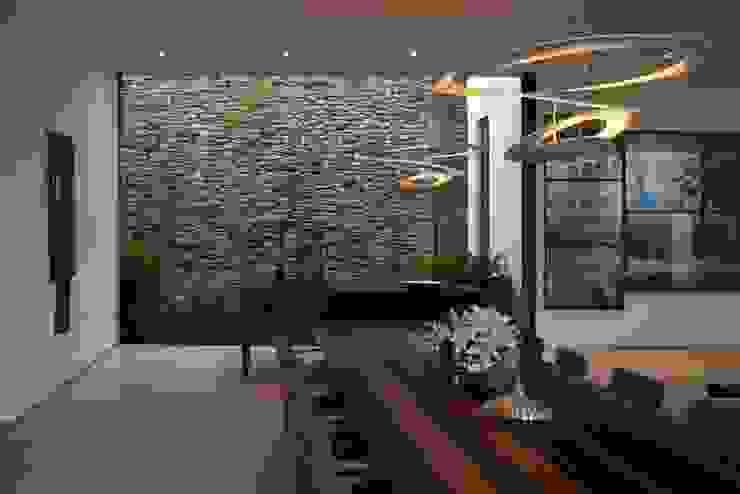 Casa Capitão do Mato Salas de jantar modernas por Hermanny Arquitetura Moderno