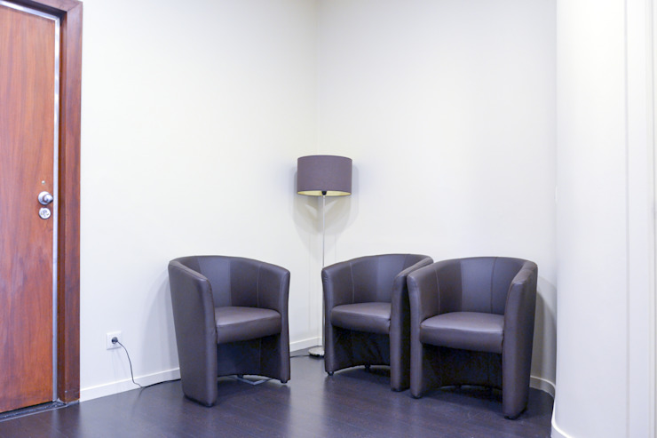 Sala de espera Salas de estar minimalistas por HAS - Hinterland Architecture Studio Minimalista