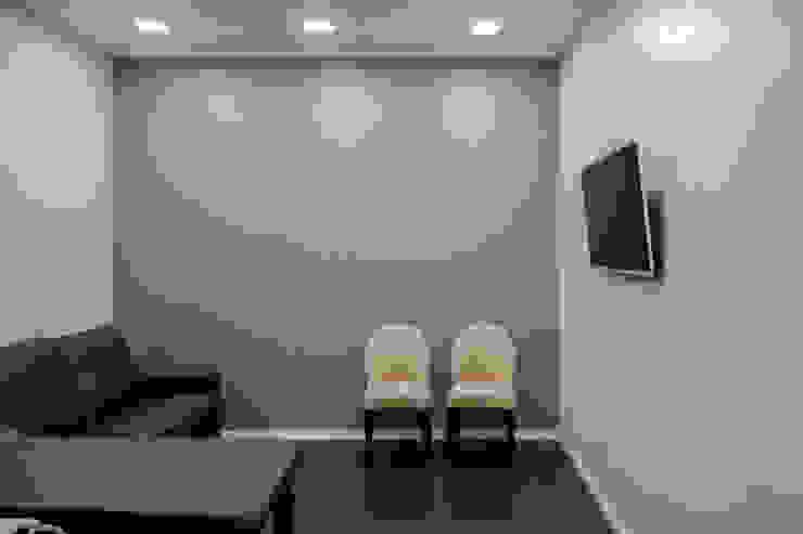 Sala de Ecografias Espaços de trabalho minimalistas por HAS - Hinterland Architecture Studio Minimalista
