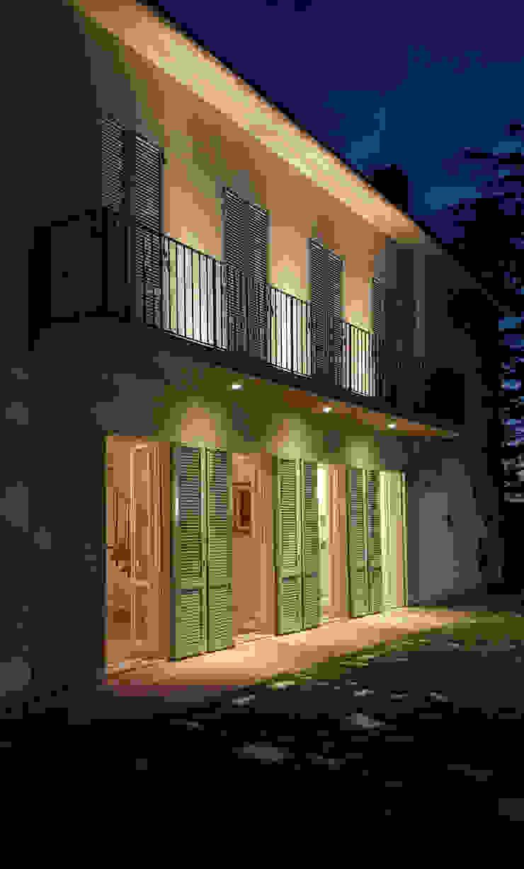 Modern houses by STUDIO GUERRI Modern