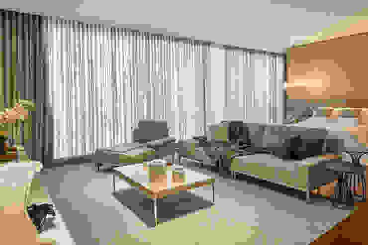 Classic style bedroom by Estela Netto Arquitetura e Design Classic