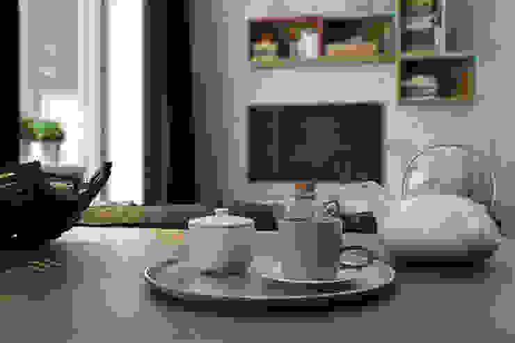 Квартира-студия для молодой пары Кухня в скандинавском стиле от Solo Design Studio Скандинавский