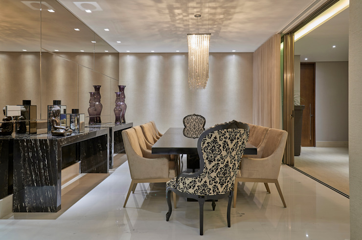 Classic style dining room by Estela Netto Arquitetura e Design Classic