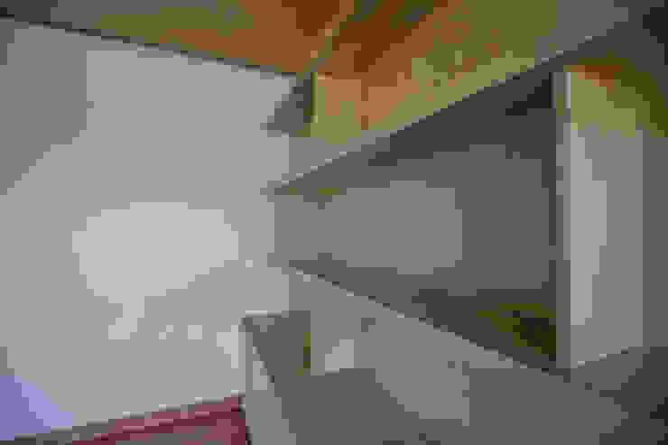 Librero acabado en roble de RTZ-Arquitectos Moderno Madera Acabado en madera
