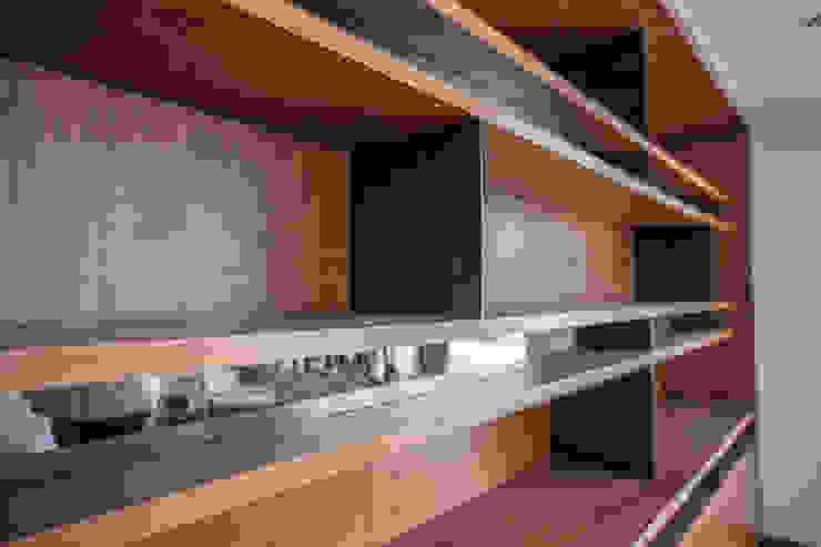 Mueble detras de comedor de RTZ-Arquitectos Moderno Madera Acabado en madera