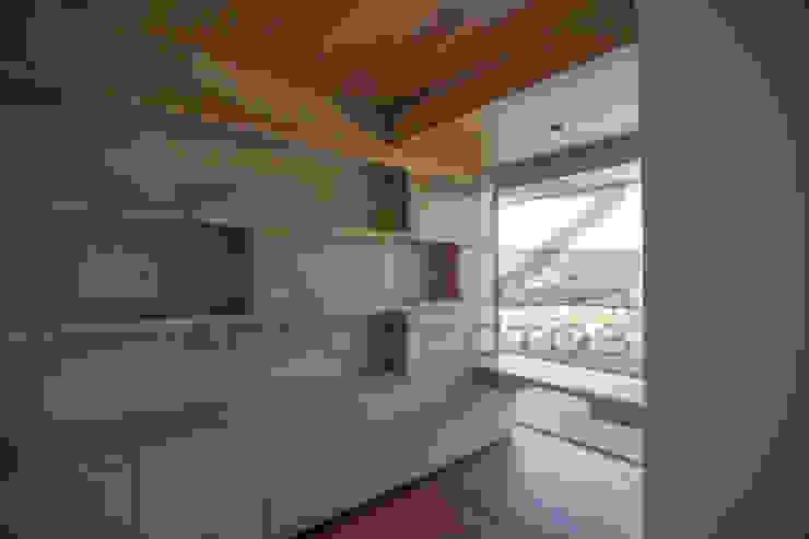 librero con escritorio Estudios y despachos modernos de RTZ-Arquitectos Moderno