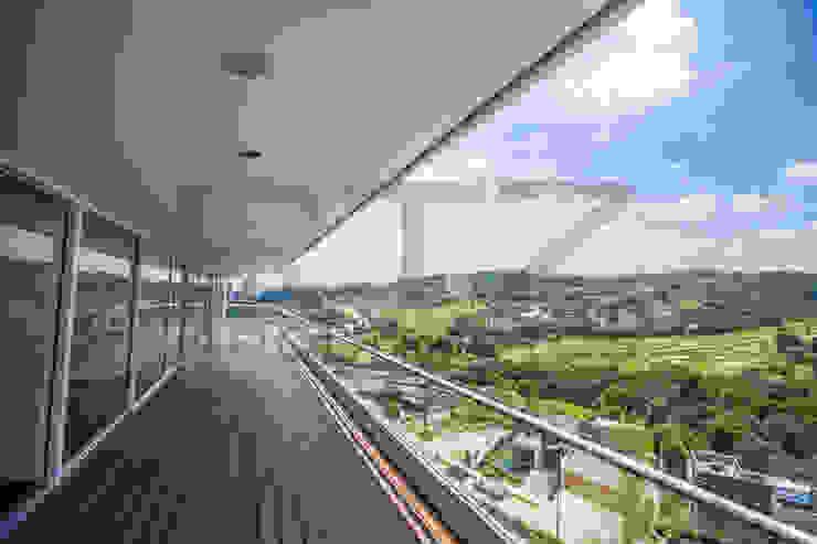 vista espectacular Balcones y terrazas modernos de RTZ-Arquitectos Moderno