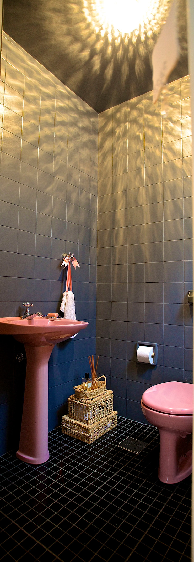 Phòng tắm phong cách hiện đại bởi Superstudiob Hiện đại gốm sứ