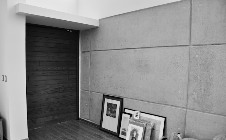 Detalle de entrada: Pasillos y recibidores de estilo  por fc3arquitectura, Moderno