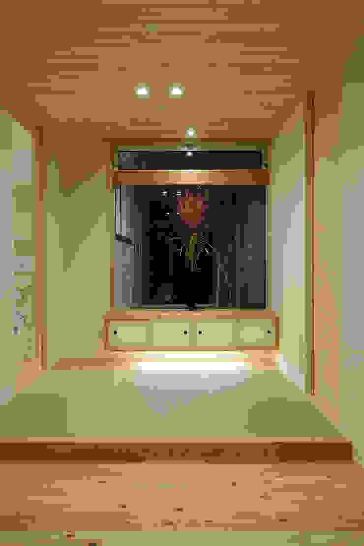 牛川町の家2014 モダンスタイルの 玄関&廊下&階段 の 株式会社kotori モダン