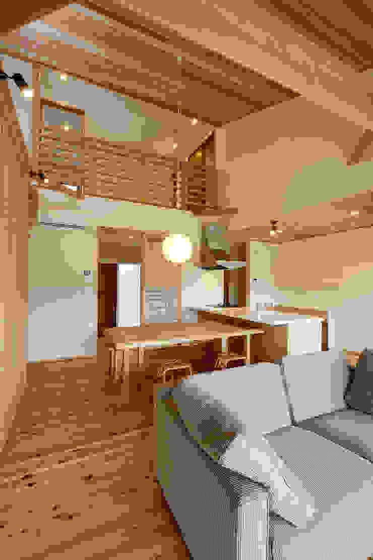 Chambre d'enfant moderne par 株式会社kotori Moderne