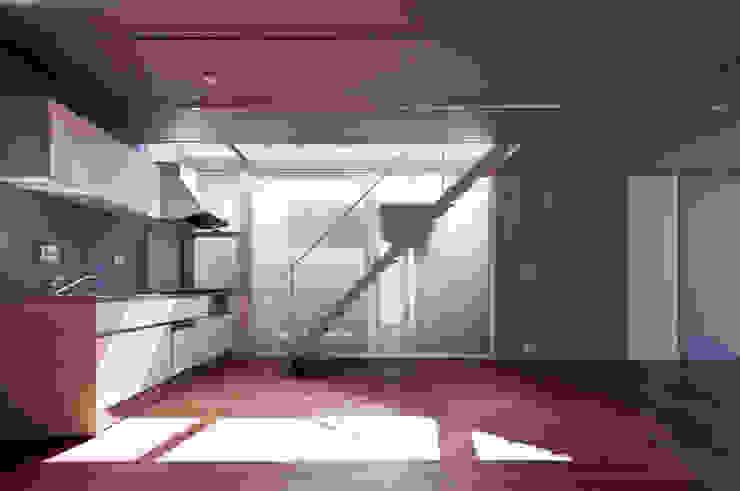 線と面の家:世田谷の狭小二世帯住宅 AIRアーキテクツ建築設計事務所 モダンな キッチン