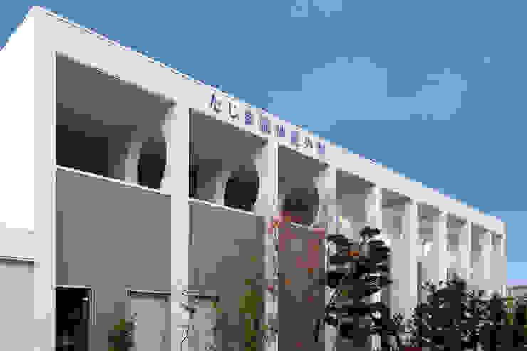 Hospitais modernos por 有限会社 吉永建築設計事務所 Moderno