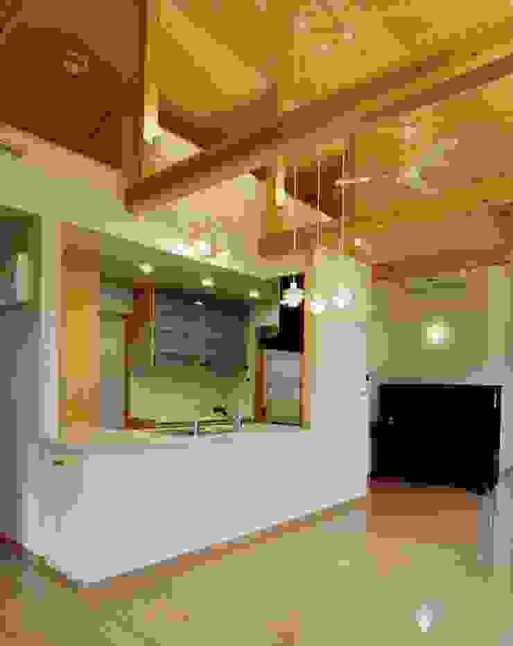 橿原の家 モダンデザインの ダイニング の 株式会社 atelier waon モダン