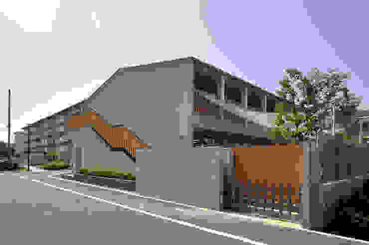 Moderne Schulen von モリモトアトリエ / morimoto atelier Modern Holz Holznachbildung