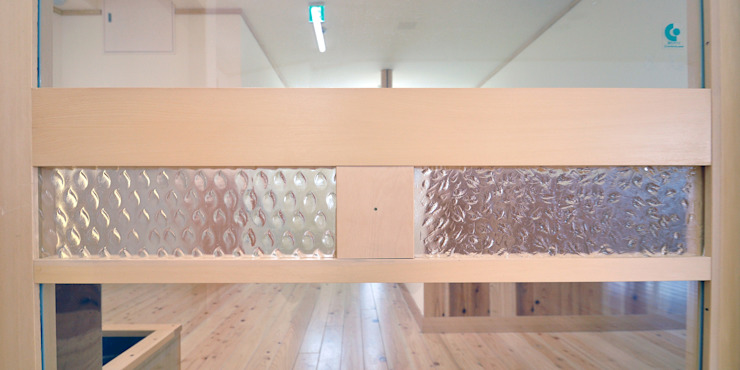 modern  von モリモトアトリエ / morimoto atelier, Modern Glas