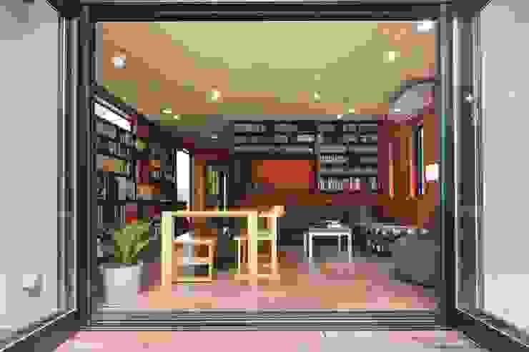 室内も窓からの緑も… 色彩あふれる毎日を暮らす の 株式会社スタイル工房