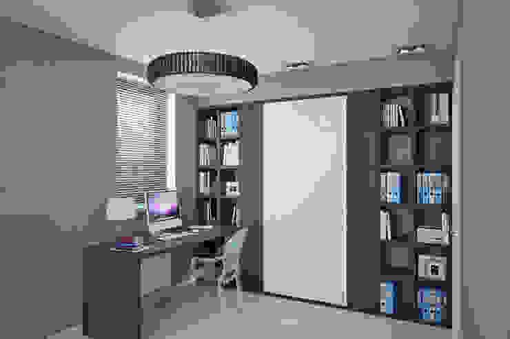 Частный дом в Зарице Рабочий кабинет в стиле модерн от Студия интерьера МЕСТО Модерн