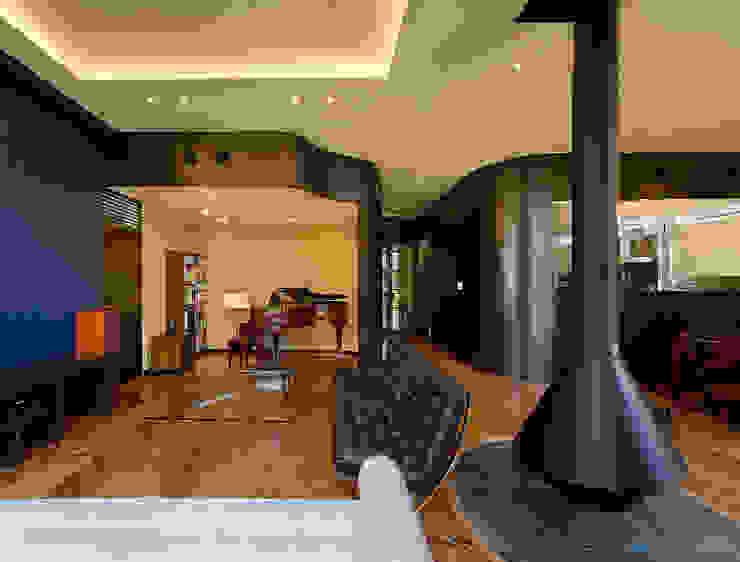 リビングスペース: モリモトアトリエ / morimoto atelierが手掛けた現代のです。,モダン 鉄/鋼