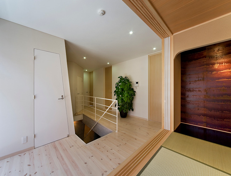 Modern Corridor, Hallway and Staircase by モリモトアトリエ / morimoto atelier Modern Wood Wood effect