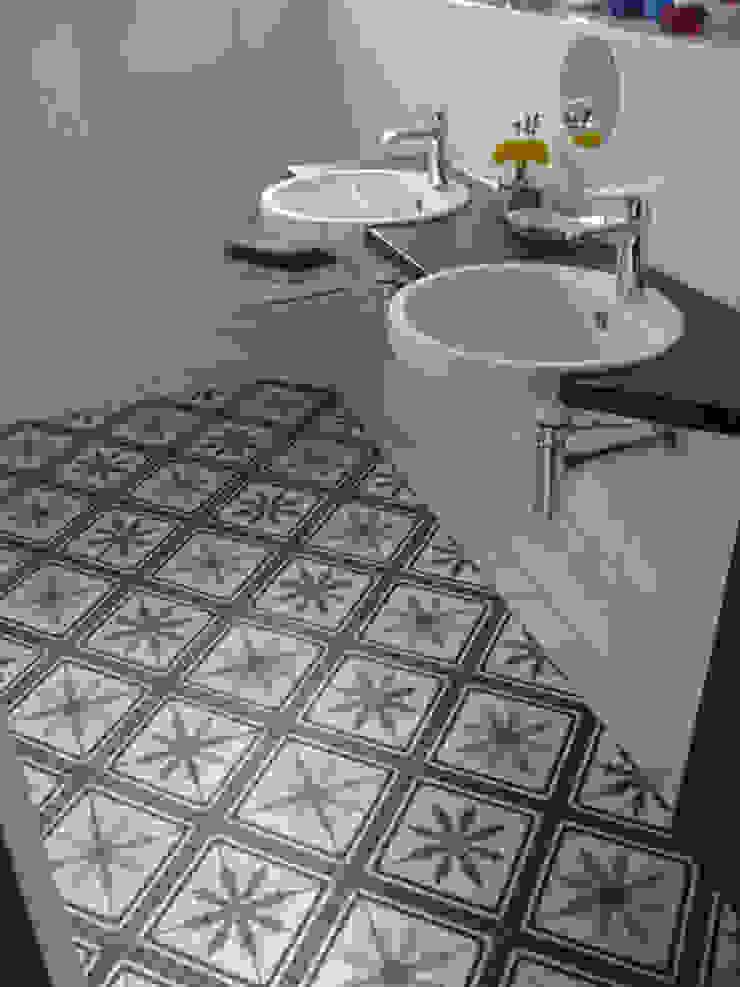 Mediterranean style bathrooms by Articima Mediterranean