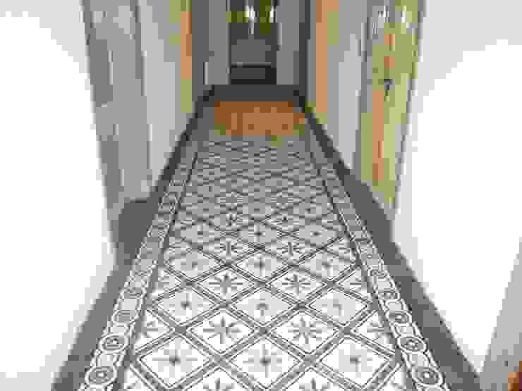 Mediterranean corridor, hallway & stairs by Articima Mediterranean
