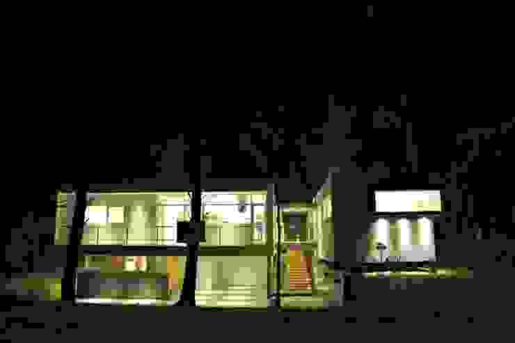 Vivienda Unifamiliar Cariló, Pinamar. Casas modernas: Ideas, imágenes y decoración de Estudio 2001: Moderno