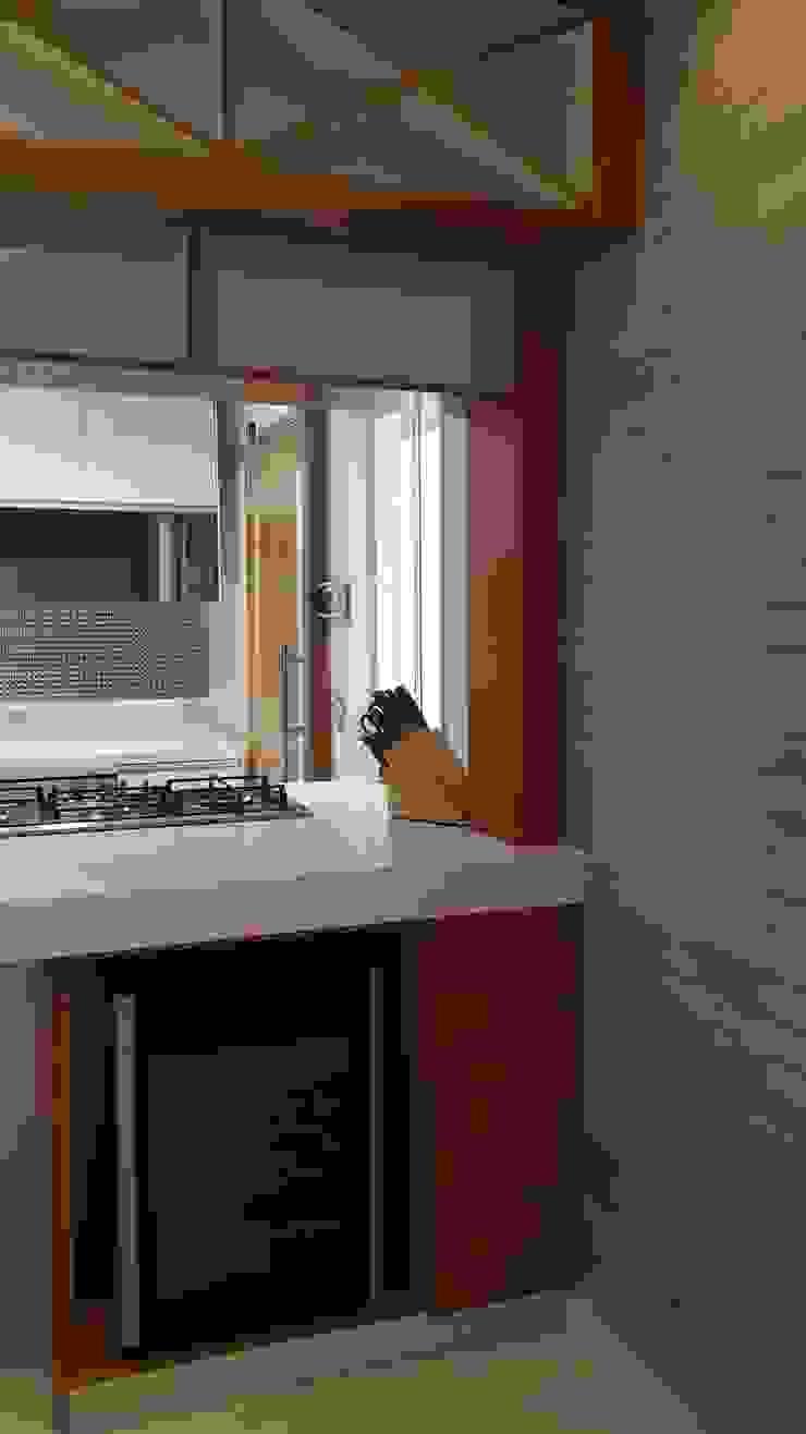 Projeto cozinha integrada ao jantar. Por Lucio Nocito Arquitetura Adegas modernas por Lucio Nocito Arquitetura e Design de Interiores Moderno