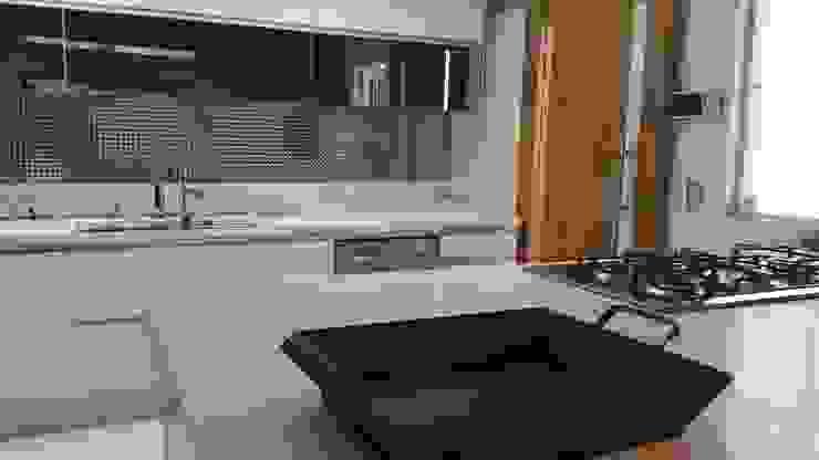 Projeto cozinha integrada ao jantar. Por Lucio Nocito Arquitetura Cozinhas mediterrâneas por Lucio Nocito Arquitetura e Design de Interiores Mediterrâneo