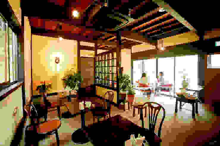 土間のあるノスタルジックなカフェ&ピザの店 クラシカルなレストラン の 吉田建築計画事務所 クラシック
