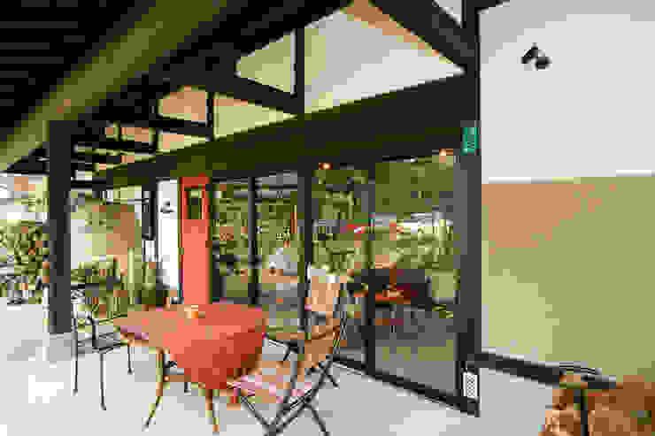 オープンカフェ クラシカルなレストラン の 吉田建築計画事務所 クラシック