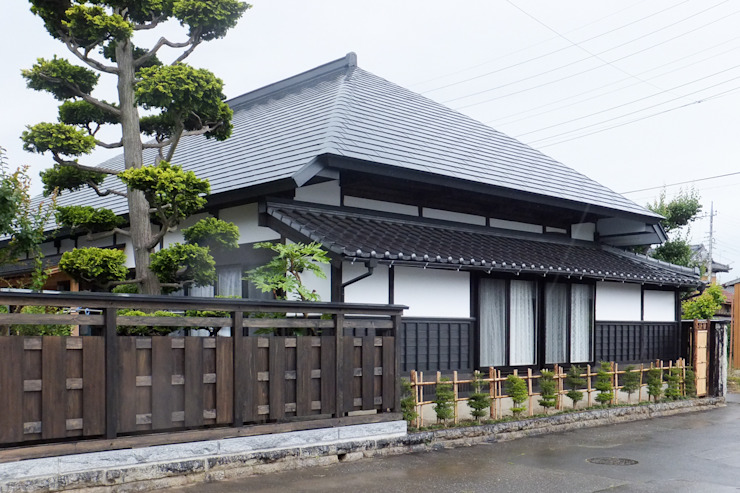 Classic style houses by 吉田建築計画事務所 Classic