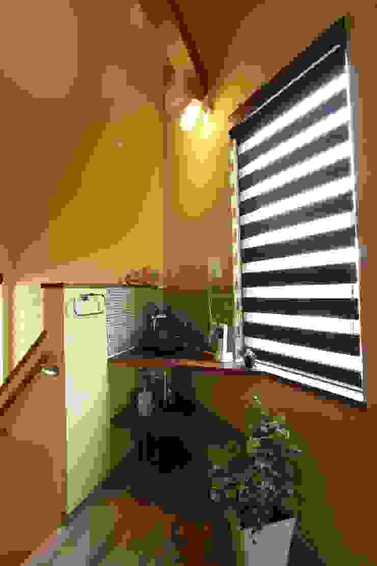 アトリエグローカル一級建築士事務所 Baños de estilo rural