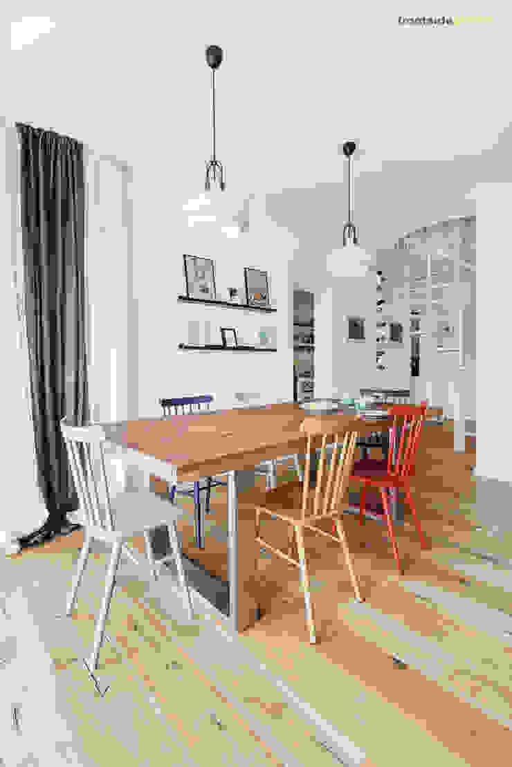 Столовая комната в скандинавском стиле от PracowniaPolka Скандинавский